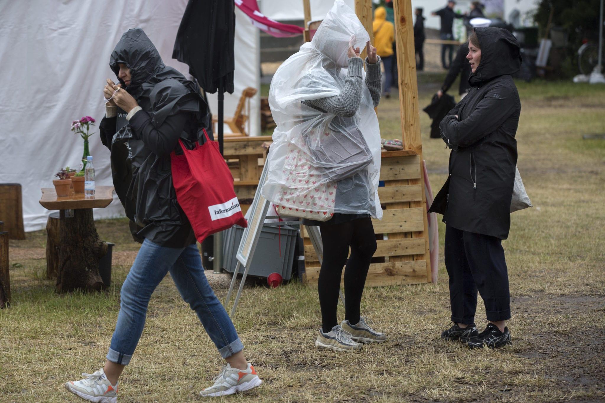 Fotoserie: Farvel til et Folkemøde, der druknede i regn 1