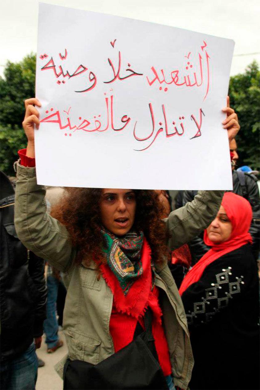 """<span class=""""rodt"""">Henda Chennaoui demonstrerede i tre uger, indtil regimet gik af i Tunesien:</span> """"Alt ændrede sig for journalister"""" 1"""