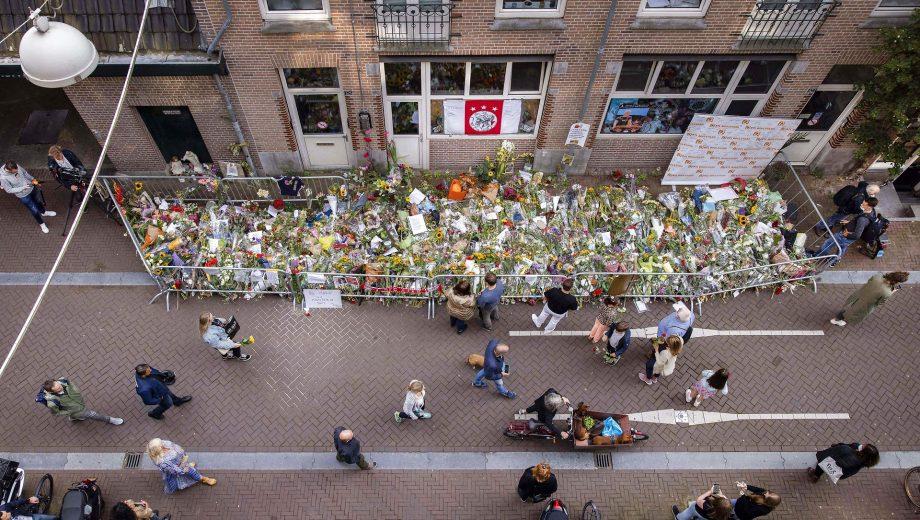 Hundredvis fulgte hollandsk journalist til graven