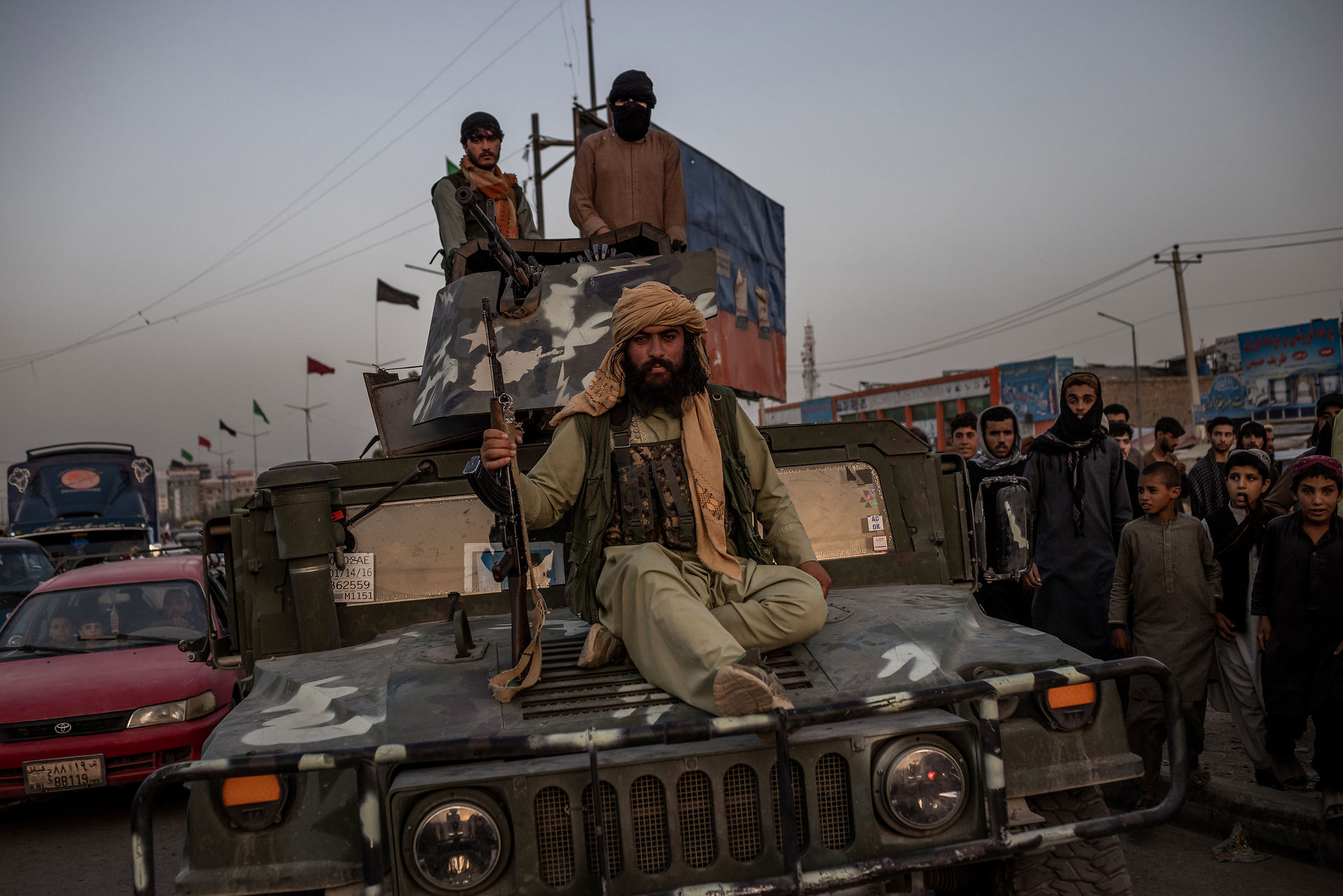 Fotochef: 20 års krig bliver rammet ind af de samme motiver af faldende mænd 3